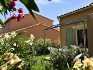 Mas des Arenes 3 Bedroom House in Mouries - Image 1 - Mouries - rentals