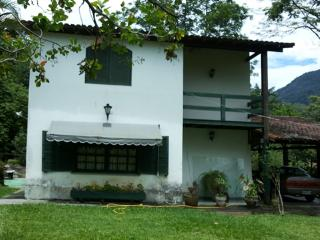 Spacious House with Cleaning Service and Outdoor Dining Area - Cachoeiras de Macacu vacation rentals