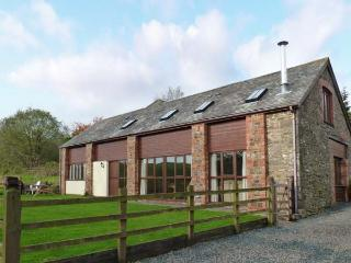 APPLE BARN, en-suites, woodburner, games room, stunning views, near North Molton, Ref. 916094 - North Molton vacation rentals