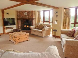 APPLE BARN, en-suites, woodburner, games room, stunning views, near North Molton, Ref. 916094 - Brendon vacation rentals