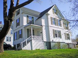 A WALK TO TOWN | BOOTHBAY HARBOR MAINE| RELAX | SHOPPING | CLOSE TO TOWN - Boothbay vacation rentals