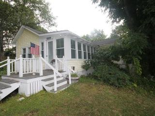 MAINELY PLEASANT | BOOTHBAY HARBOR | IN-TOWN GET-A-WAY | COUPLE`S RETREAT | WALK TO TOWN - East Boothbay vacation rentals