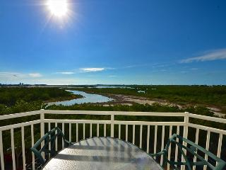 GRAND TURK SUITE #404 - 2/2 Condo w/ Pool & Hot Tub - Near Smathers Beach - Summerland Key vacation rentals