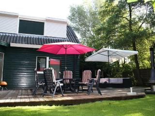 Nice Chalet with Deck and Internet Access - Kortenhoef vacation rentals