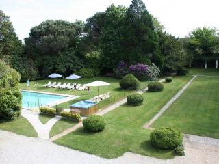 Luxury French Villa Walking Distance to Town and Near Surfing Beaches - Manoir Atlantique - Soustons vacation rentals