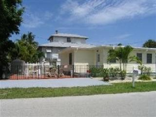Newly Renovated Fort Myers Beach Vacation Home with upscale Decor and Amenities - Code: Lazy Days - Image 1 - Fort Myers Beach - rentals