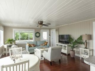 Beautifully Renovated Beach Cottage just south of the Pier - Walk to everything -  Salt Water Pearl - Fort Myers Beach vacation rentals