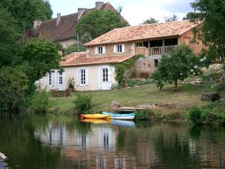 2 bedroom Gite with Internet Access in Montbron - Montbron vacation rentals