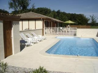 3 bedroom cottage with privte pool - Villereal vacation rentals