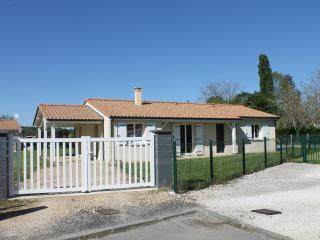 Nice 2 bedroom Neuvic House with Internet Access - Neuvic vacation rentals