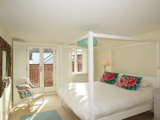 Bright 4 bedroom Aldeburgh House with Internet Access - Aldeburgh vacation rentals