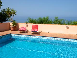 Bright 2 bedroom House in Tazacorte with Deck - Tazacorte vacation rentals