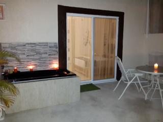 Apt. B - Romantic with Terrace - Cancun vacation rentals