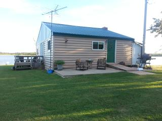 Cozy Cabin with Deck and Internet Access - Shawnee vacation rentals