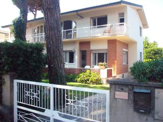 seaside house Versilia, confortable brigth quiet - Tonfano vacation rentals