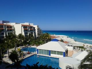 Studio with  Kichenette on the beach $79 USD - Cancun vacation rentals
