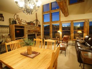 Walk to Lift/Elegant/Mtn Views/Hot Tub/Shuttle Rt - Crested Butte vacation rentals