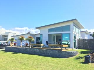 Bright 3 bedroom House in Leigh North Auckland - Leigh North Auckland vacation rentals