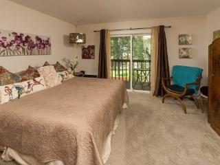 Bend Downtown Condo, Walk Along the River, Peaceful and Beautiful - World vacation rentals