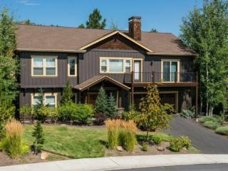West Side Beauty! 4BR, 3 BA, Hot Tub, Private, Close to Town, Easy Access to Mt Bachelor - Bend vacation rentals