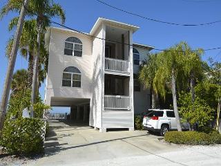Gulf Front  Unit Complex. 2 Bedroom, 2 Bath-Sleeps 4 - Indian Rocks Beach vacation rentals