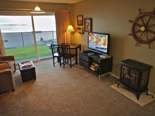You've Got Whale - Hear the waves out the door! - Lincoln City vacation rentals