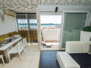 Cozy 2 bedroom Sibenik Condo with Internet Access - Sibenik vacation rentals