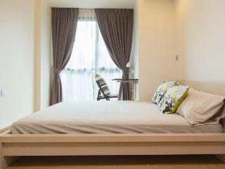 Condo with Balcony - Bangkok vacation rentals