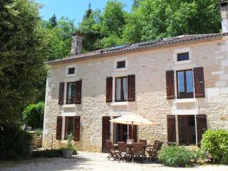 La Varenne Gite - Farmhouse and heated pool - St Front la Riviere vacation rentals