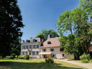 """""""Le petit Château de Vary"""" Chambres d'Hôtes - Magny-Cours vacation rentals"""