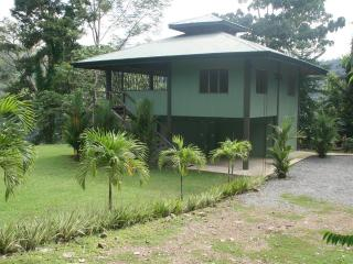 """Open-Air """"Jungalow"""" 15 Minutes From Dominical! - Dominical vacation rentals"""
