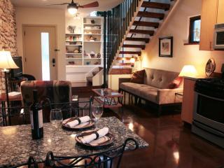 COZY, MODERN TREEHOUSE ON 1/2 ACRE NEAR ZILKER - Austin vacation rentals