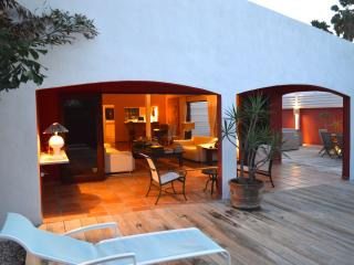 Characteristic Villa with Jacuzzi 500 yards from Palm Beach! - Noord vacation rentals