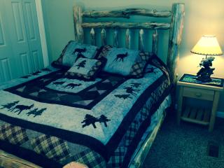 """""""Bear & Moose"""" Themed Pocono Home With Log Beds! - Shawnee on Delaware vacation rentals"""