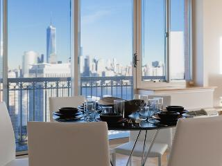 Astounding 2 bedroom with Manhattan views ! Sleep 4 to 6 - Jersey City vacation rentals