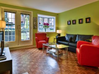 Gorgeous Condo W/patio Parking Downtown Montreal - Quebec vacation rentals