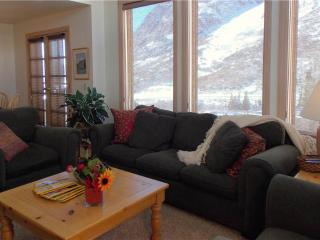 Cozy 3 bedroom Snowbird Condo with Fireplace - Snowbird vacation rentals