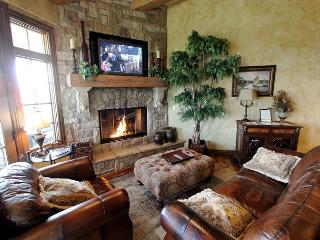 Royal Retreat : Vacation Like a King in this 3 Bedroom, 3 Bath Condo - Table Rock Lake vacation rentals