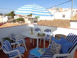 Beautiful 2 bedroom Oliva Townhouse with Internet Access - Oliva vacation rentals