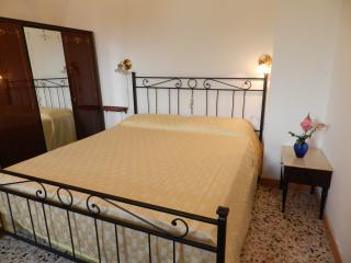 casa vacanze autonoma a popoli - Roccacasale vacation rentals
