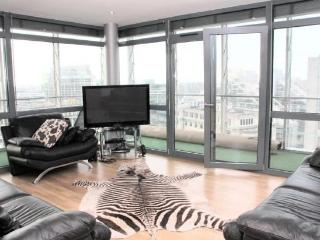 Stunning 10th floor luxury executive corner apart. - Greater Manchester vacation rentals