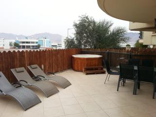 2-Bed Apart with Private Garden and Hot Tub - Eilat vacation rentals