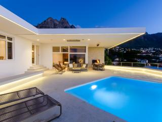 Perfect Villa with Deck and Internet Access - Camps Bay vacation rentals