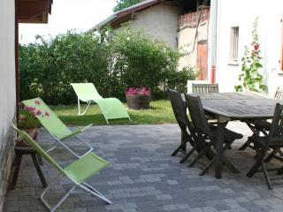 Adorable 4 bedroom Chatenay Gite with Internet Access - Chatenay vacation rentals