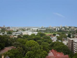 Sunny 2 bedroom House in Edgecliff - Edgecliff vacation rentals