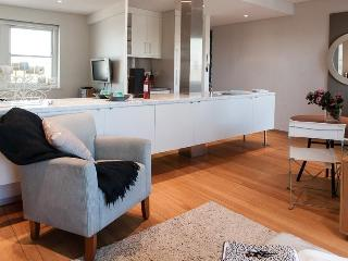 Beautiful 2 bedroom House in Edgecliff - Edgecliff vacation rentals