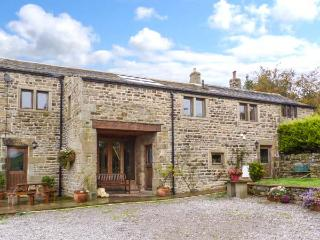 SWALLOW BARN, woodburner, en-suites, Sky TV, stylish cottage near Silsden, Ref. 912256 - Hebden Bridge vacation rentals