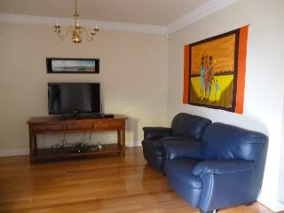 Duke's Apartment - Sultan 3 Bedroom Townhouse - North Perth vacation rentals