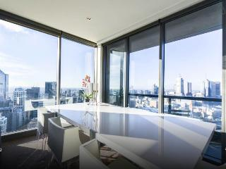 Luxury apartment with panoramic views - Melbourne vacation rentals
