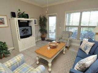 404 North Shore Place-Bright and airy 4th Floor Villa-100 yards to the beach. - Hilton Head vacation rentals